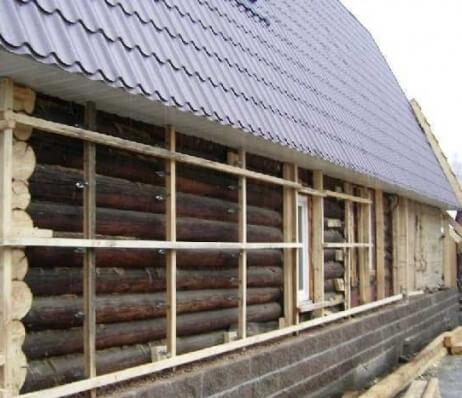 Обрешетка на деревянной стене