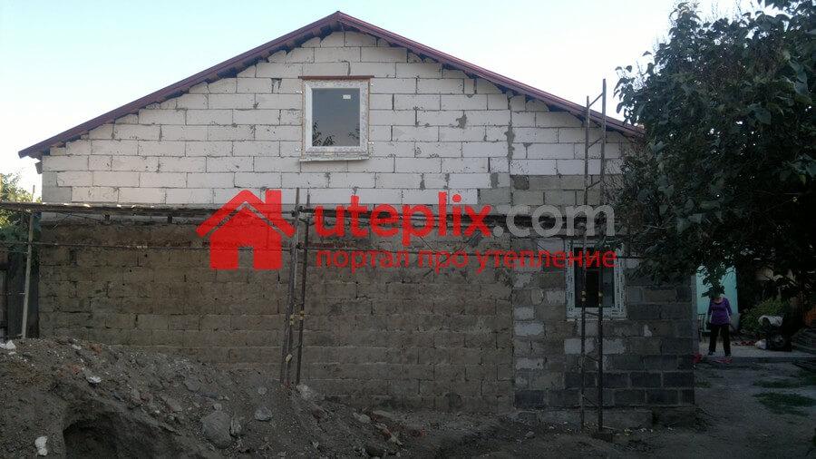 выравниваем стену перед поклейкой пенопласта