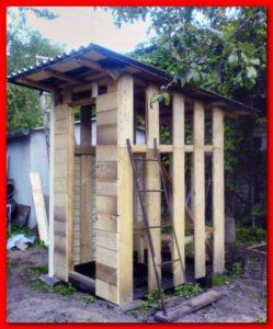 Утепление уличного туалета на стадии постройки