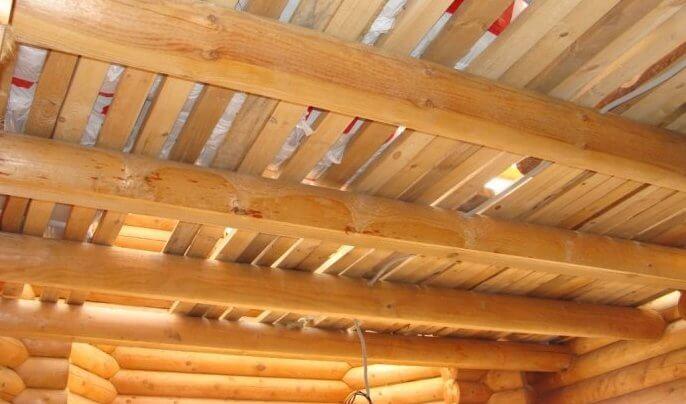 как и чем утеплить сруб изнутри. Потолок