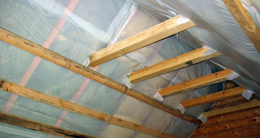 Утепление перекрытия чердачного по деревянным балкам. Пароизоляция крыши