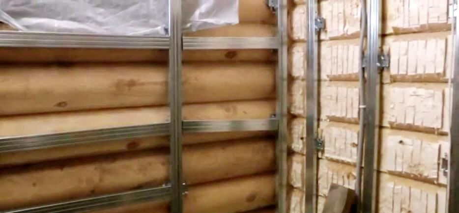 Как утеплить туалет в деревянном доме. Настенный каркас