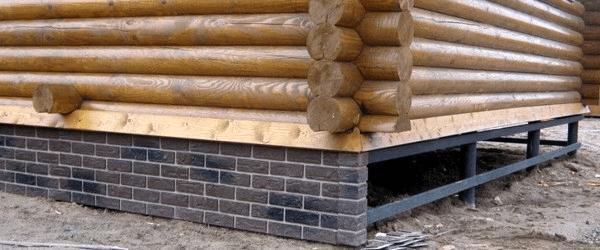 Утепление цоколя деревянного дома. Свайный фундамент